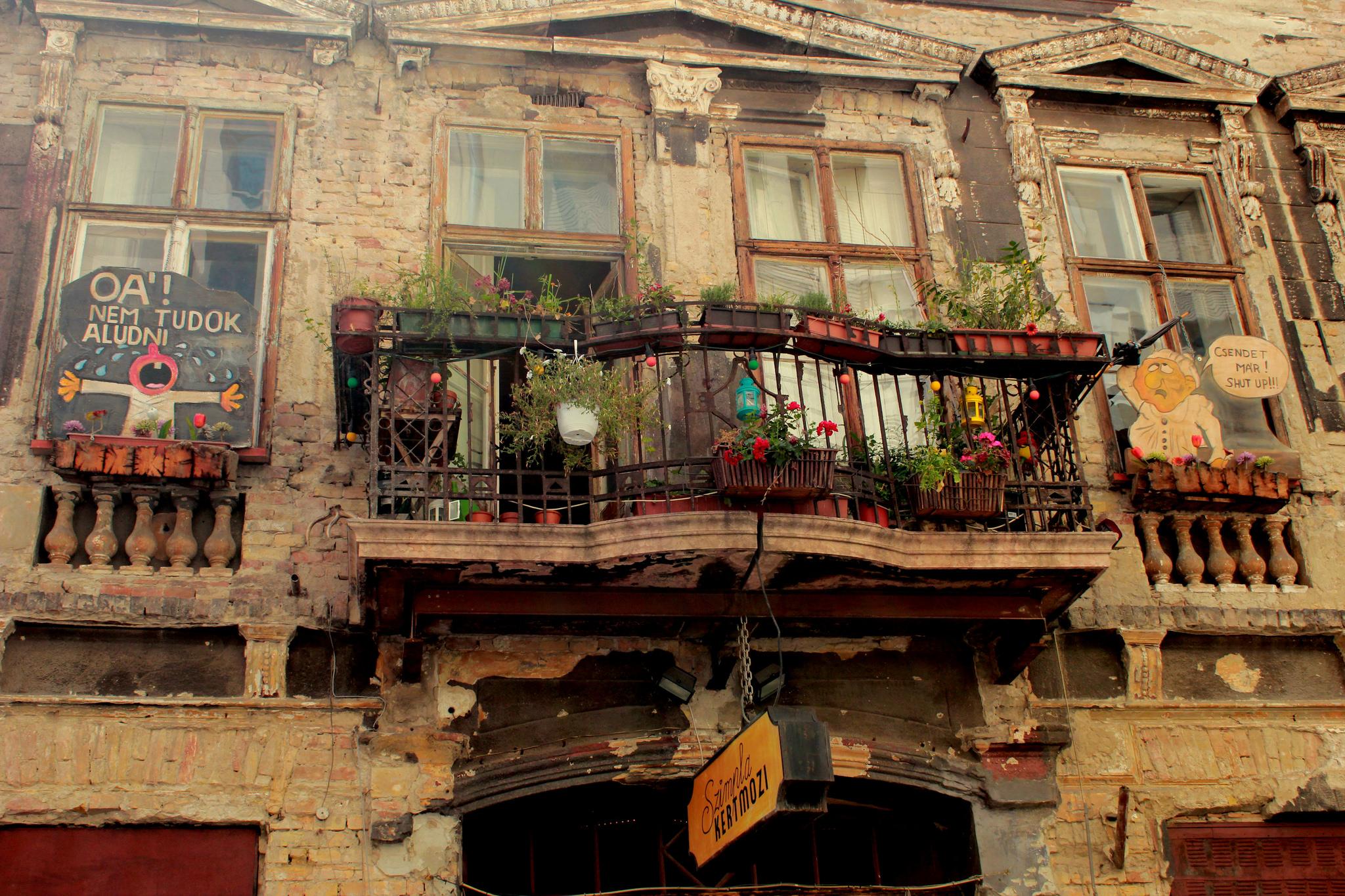 budapest ruin pub5