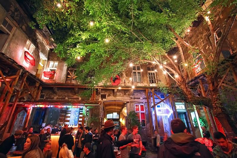 budapest ruin pub3