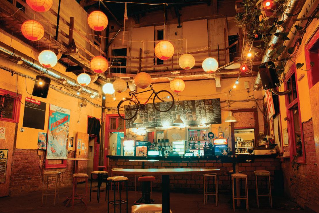 budapest ruin pub1